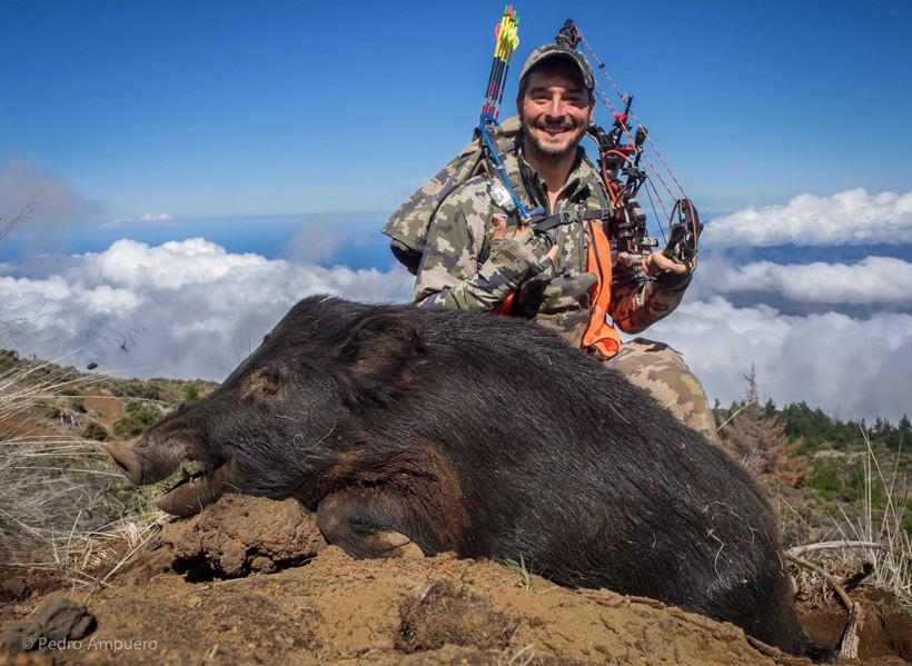 Pedro De Ampuero with a Maui Hawaii mountain boar