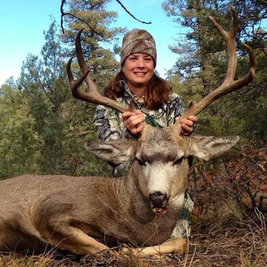 Prois women with mule deer